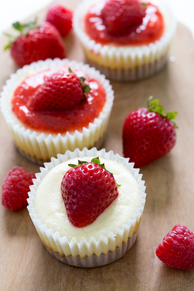 Super-Easy-Mini-Cheesecake-Cupcakes
