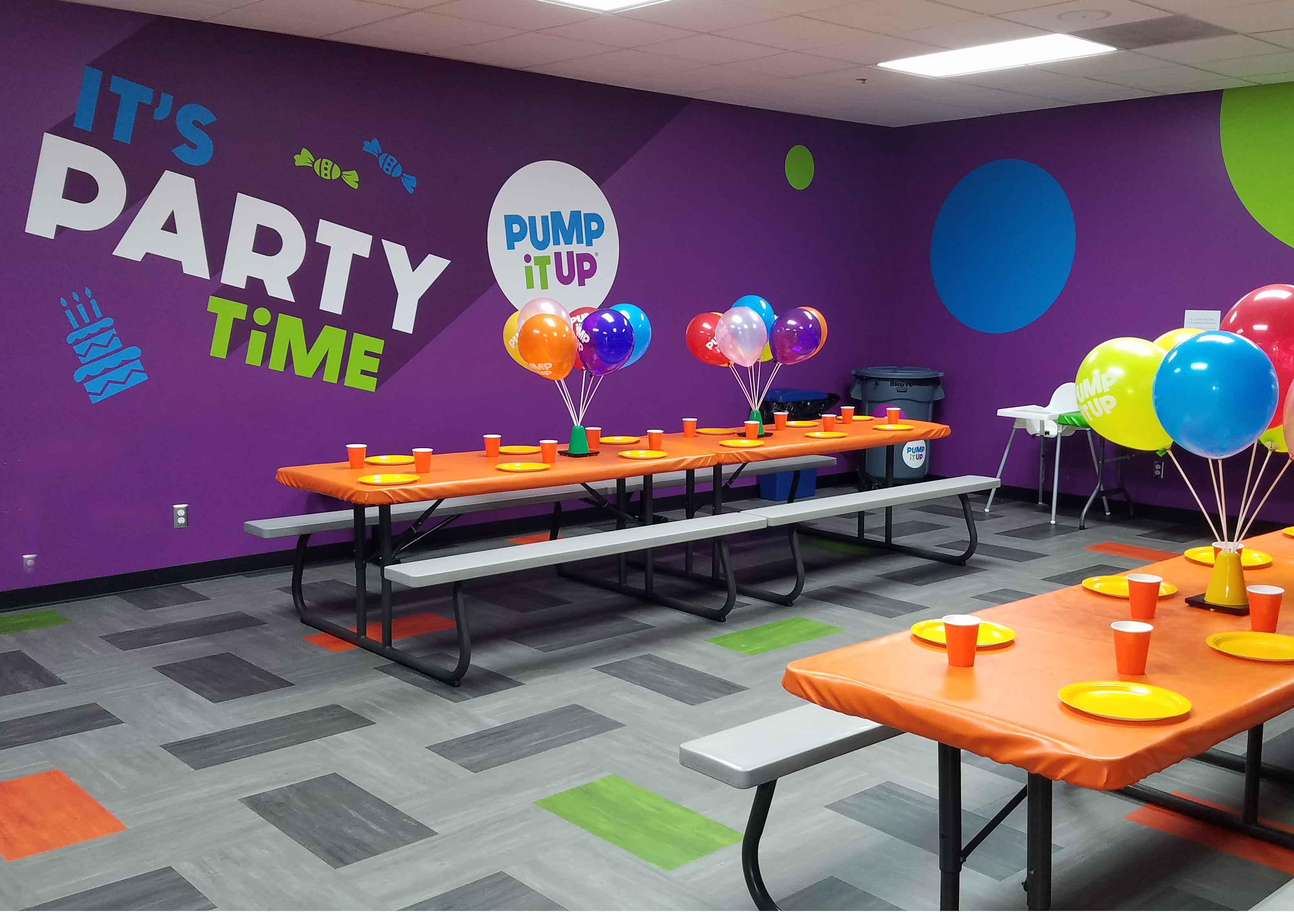 Pump It Up Party Room Lynnwood celebration with birthday child on special throne